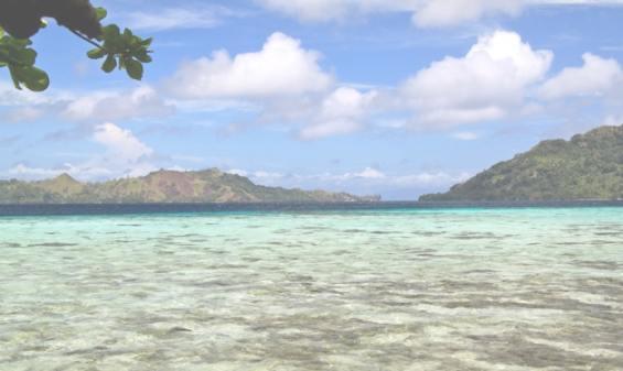 Прозрачная вода бирюзового цвета вблизи островов
