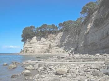 Гористый прибрежный ландшафт