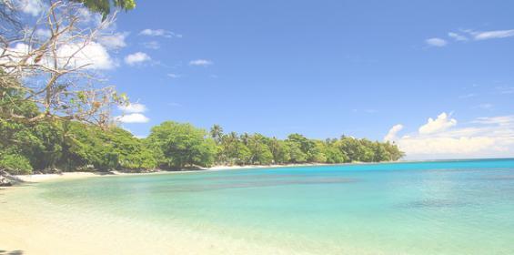 Песчаный пляж на побережье острова Гуадалканал