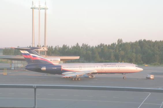 Самолет Ту-154 в аэропорту Пулково