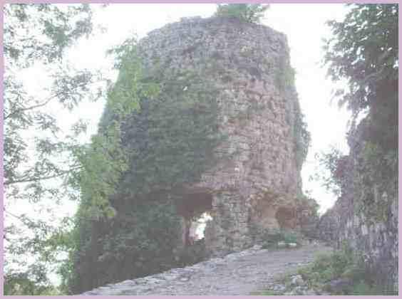 Башня Абхазской стены эпохи Средневековья